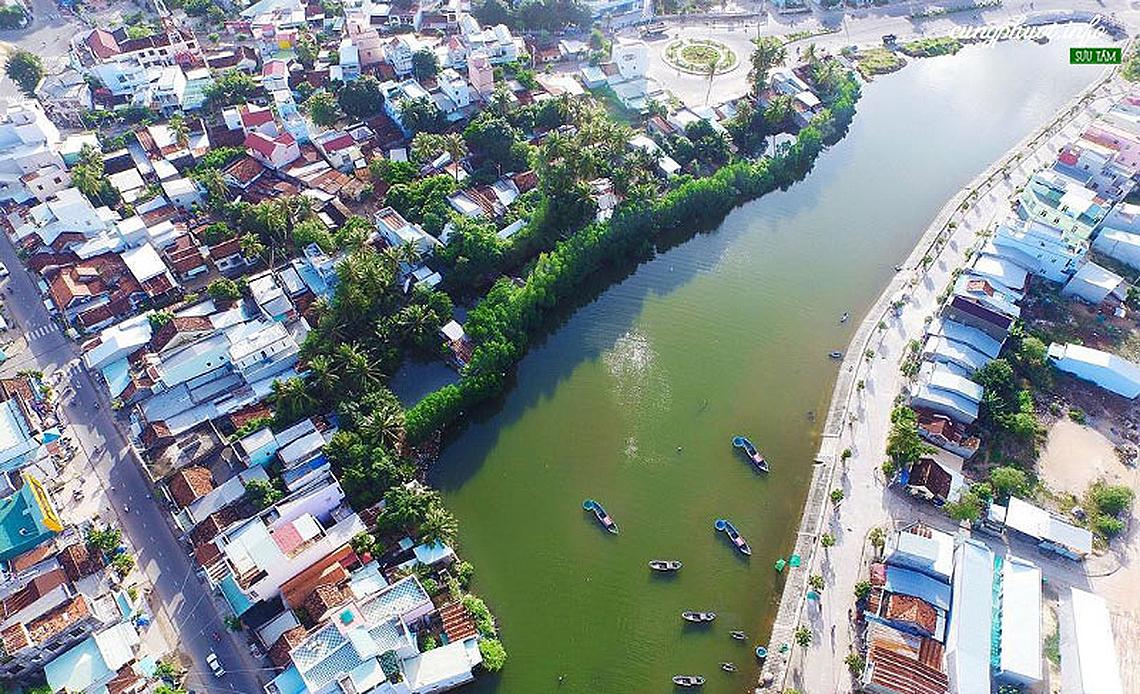 Sông Cầu, thị xã dừa - 1