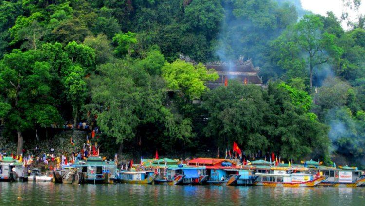Hòn Chén, cảnh đẹp bên dòng sông Hương - 02