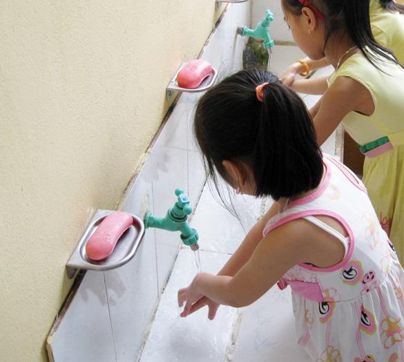 Rửa tay sạch sẽ cũng là một cách ngăn chặn lây nhiễm