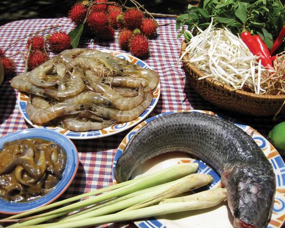 Mắm, cá lóc, tôm đất - những nguyên liệu chính của bún nước lèo