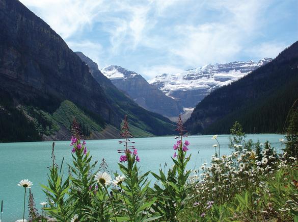 Hồ xanh, núi tuyết trên dãy Rocky Mountains