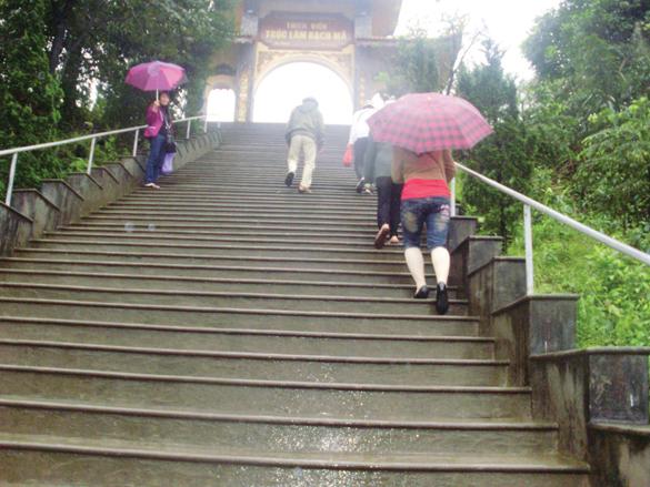 Thanh tịnh thiền viện Trúc Lâm giữa hồ Truồi