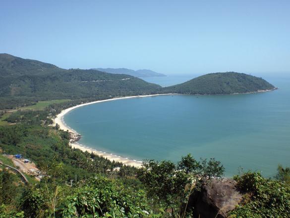 Lãng mạn và hoang sơ biển, núi Thiên Cầm