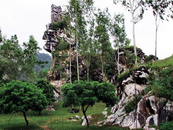 Núi Trầm, thắng cảnh bên dòng sông Đáy