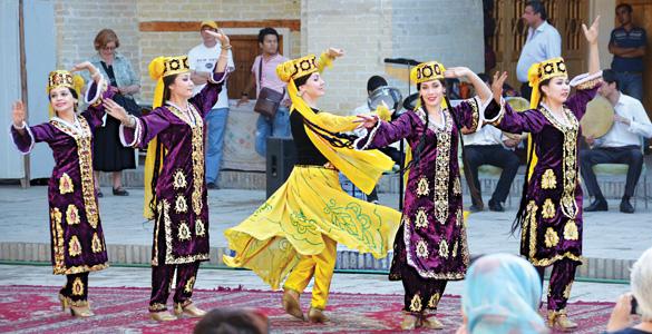 Trang phục truyền thống của Uzbekistan