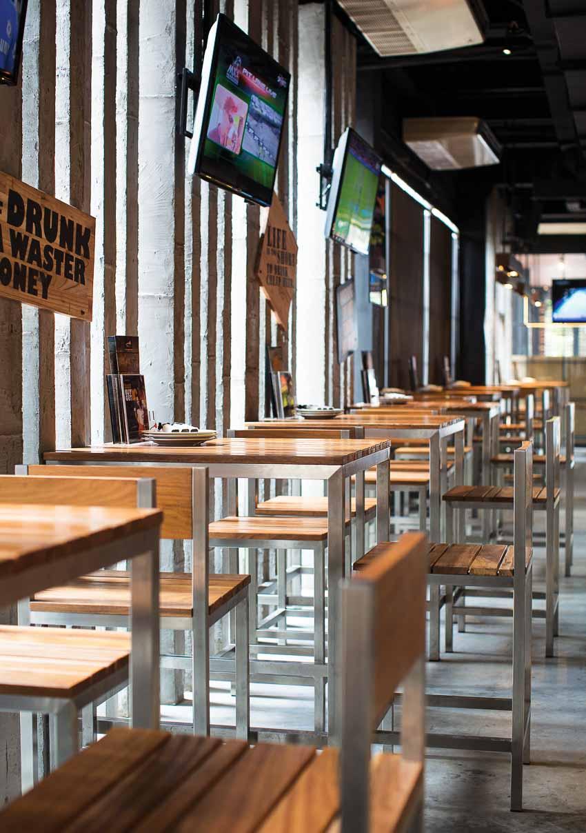 nha-hang-bia-Vuvuzela–Beer-Club-khong-gian-soi-dong-moi-11