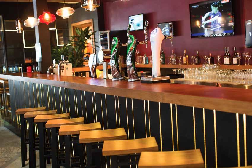 nha-hang-bia-Vuvuzela–Beer-Club-khong-gian-soi-dong-moi-12
