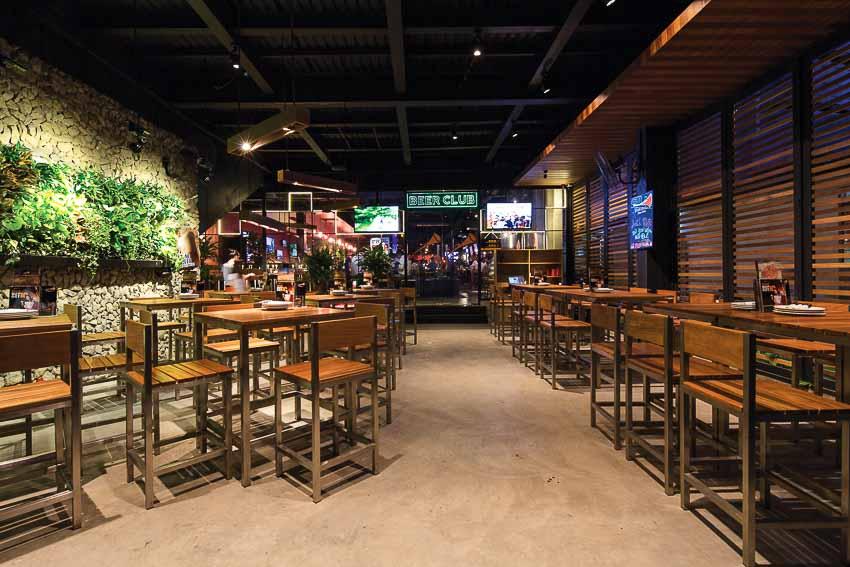 nha-hang-bia-Vuvuzela–Beer-Club-khong-gian-soi-dong-moi-2