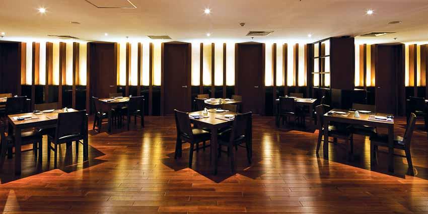 nha-hang-Sushi Dining AOI-go-va-anh-sang-1