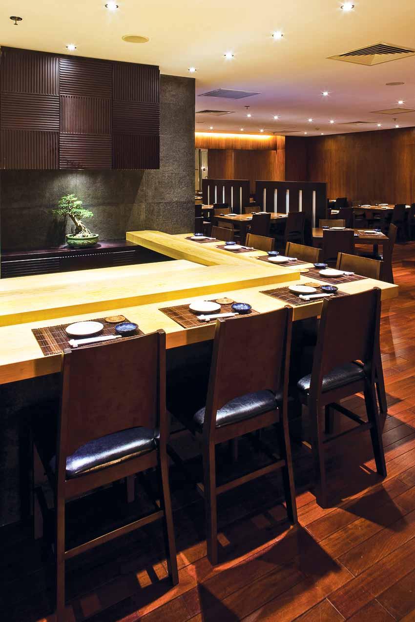nha-hang-Sushi Dining AOI-go-va-anh-sang-2