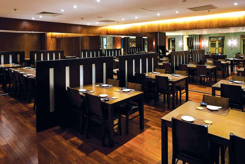 nha-hang-Sushi Dining AOI-go-va-anh-sang-3