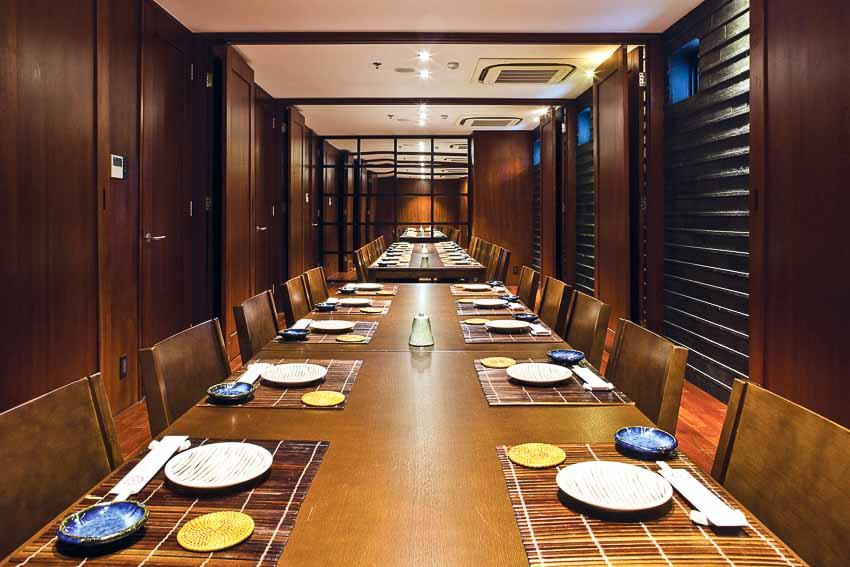 nha-hang-Sushi Dining AOI-go-va-anh-sang-4