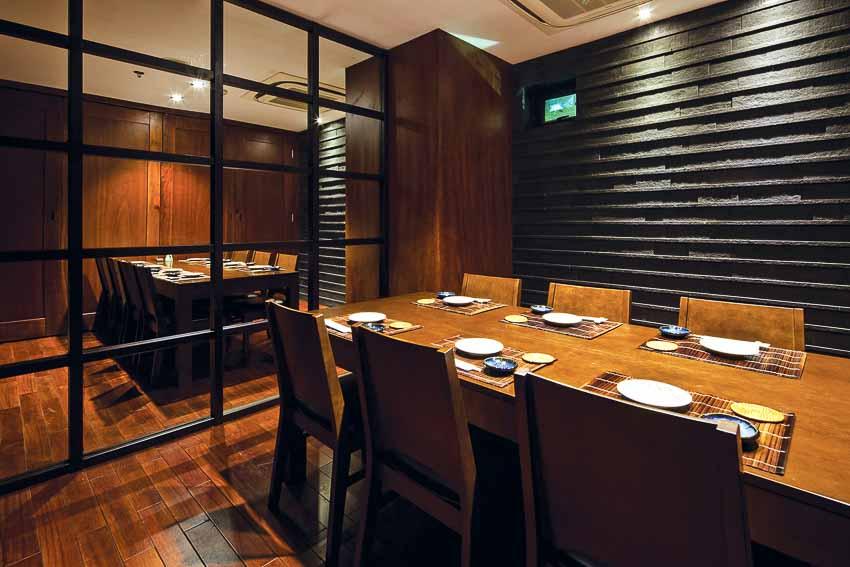 nha-hang-Sushi Dining AOI-go-va-anh-sang-7