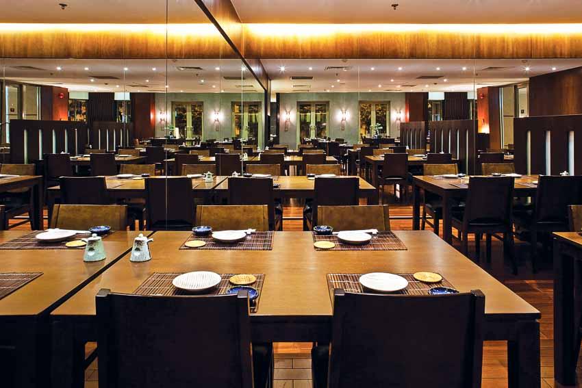 nha-hang-Sushi Dining AOI-go-va-anh-sang-9