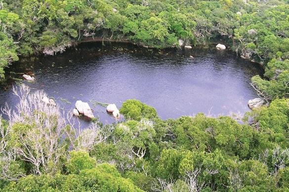 Thiên nhiên đa sắc ở Vườn quốc gia Núi Chúa