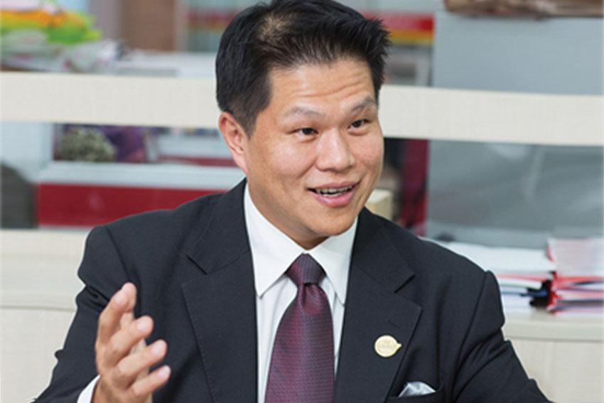 Desmond-Lin-VietJetAir-2013 ok