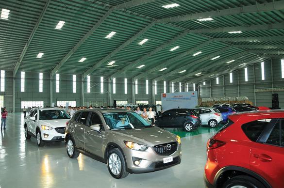 Lô xe Mazda đầu tiên được xuất khẩu từ nhà máy Mazda Việt Nam sang Lào.