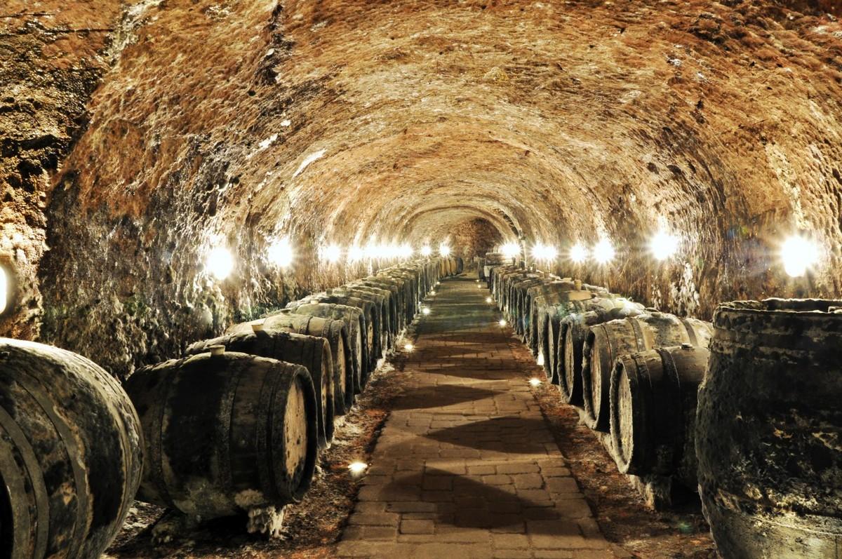 Rượu vang Tokaji Aszu, công nghệ hỗ trợ truyền thống 04