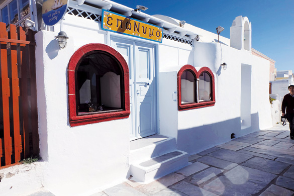 Santorini, thiên đường được xây bằng óc sáng tạo