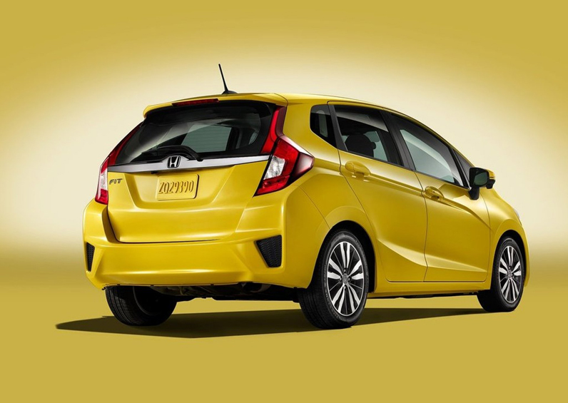 2015-honda-fit-yellow-pictures-rear-angle