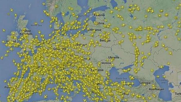 Trong hình là không phận Ukraine sau vụ rơi máy bay.