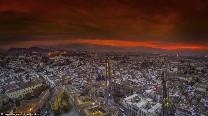 7. Thị trấn cổ Granada một chiều hoàng hôn Tây Ban Nha rực lửa