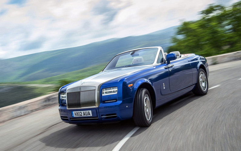 Rolls-Royce-Phantom-Drophead-Coupe-Front-Angle-2013-4