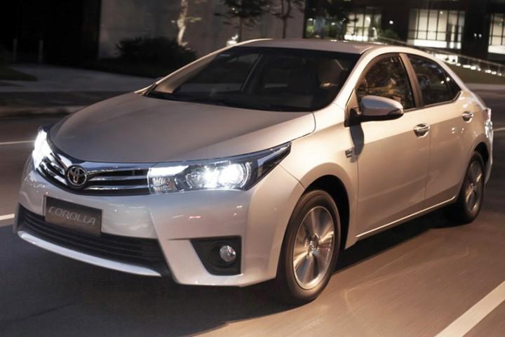 DN574_XH120914_9-mau-xe-moi_Toyota-Corolla-Altis-2015