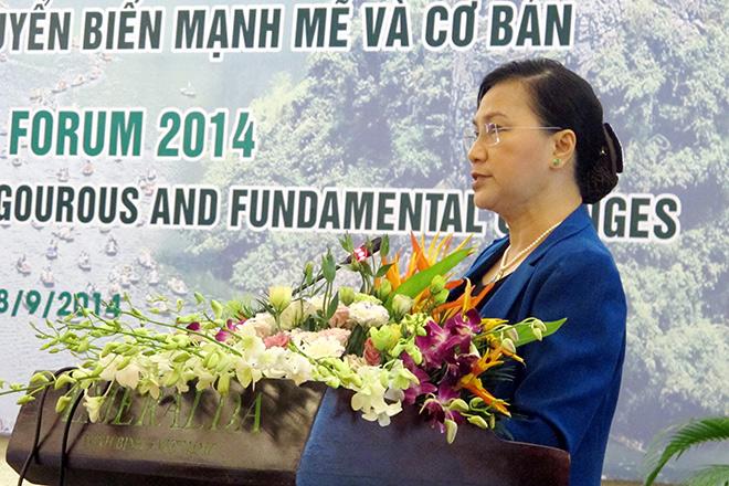 Phát biểu khai mạc diễn đàn, Phó Chủ tịch QH Nguyễn Thị Kim Ngân nói: Người dân Việt Nam đang đặc biệt kỳ vọng vào đề án TCC tổng thể nền kinh tế.