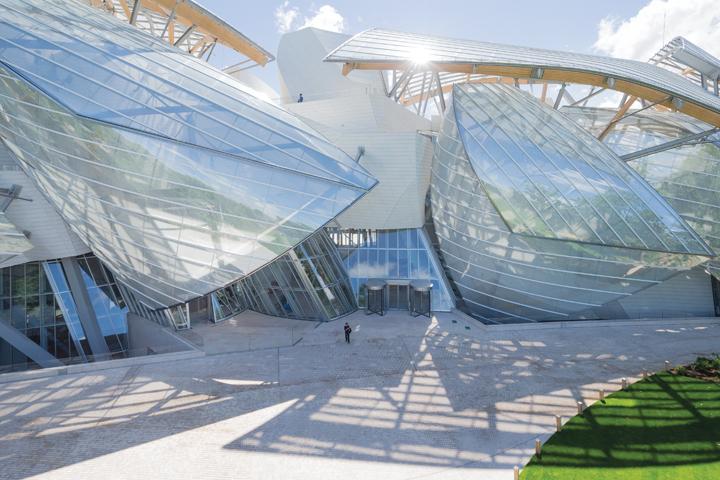 DN586_BvLouisVuitton051214_KTS-Frank-Gehry-3