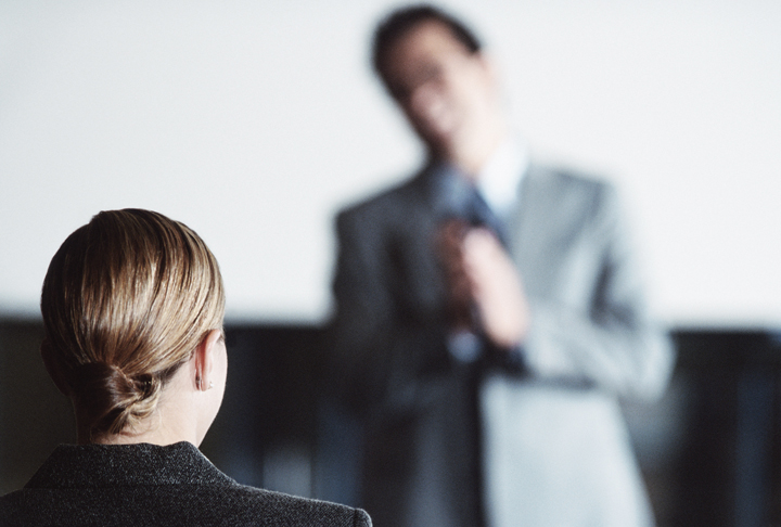 Đặt câu hỏi cho nhân viên có năng suất chưa cao