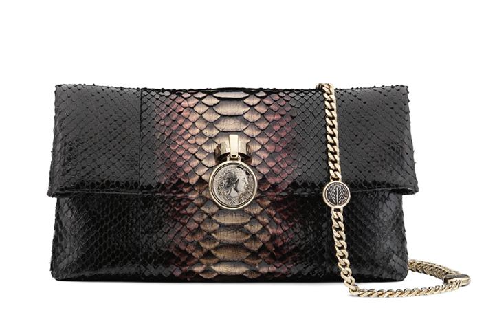 DN587_shopping-121214-vi-cam-tay 12