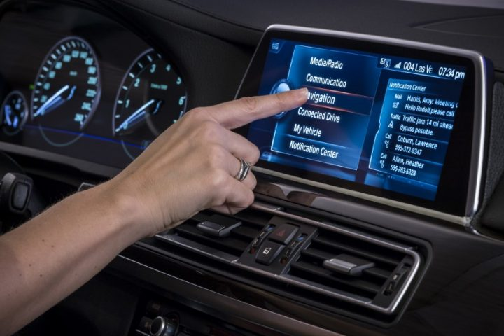 bmw-iDrive-Touchscreen-0007-850×581