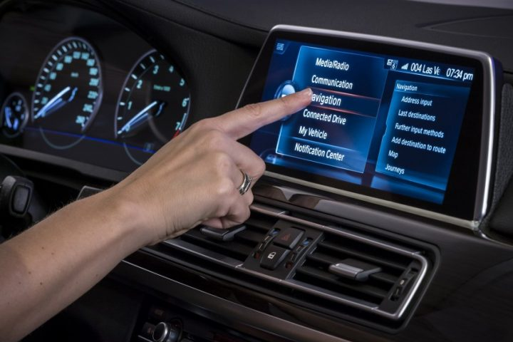 bmw-iDrive-Touchscreen-0008-850×581