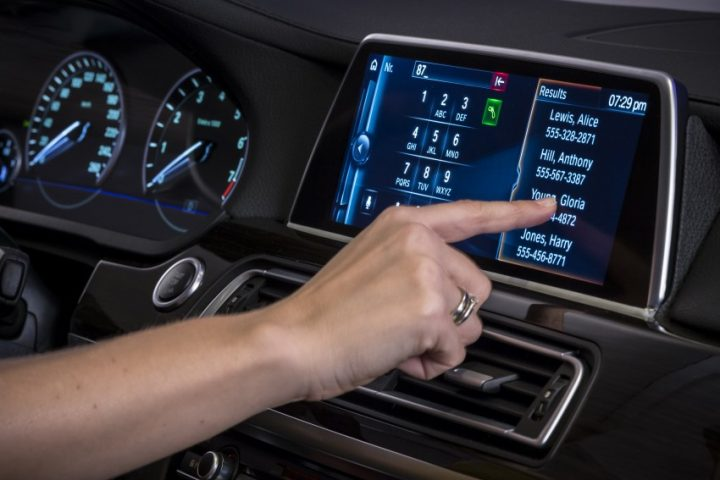 bmw-iDrive-Touchscreen-0010-850×581