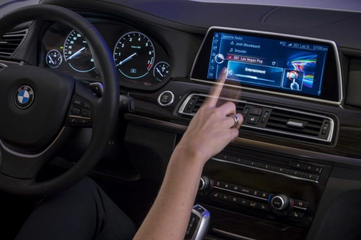 bmw-iDrive-Touchscreen-0018-850×581
