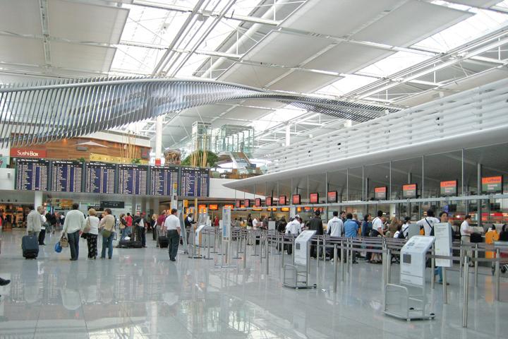 DN603_HK170415_World-Airport-Awards-2015 - 3