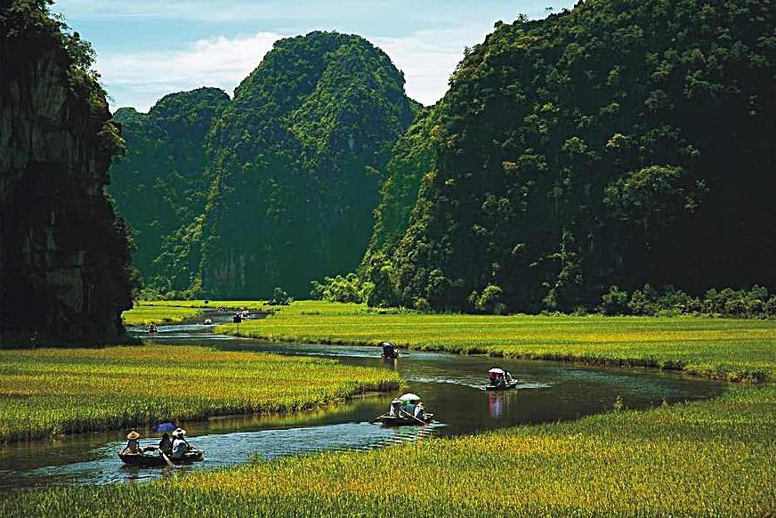 vietnam_ninhbinh_boat_in_tamcoc