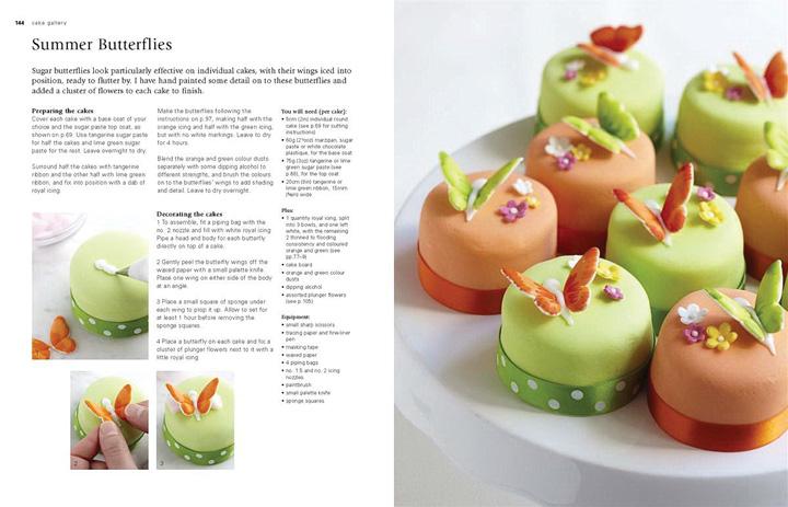 Hai trang trong cuốn sách Cake gallery của Mich Turner hướng dẫn cách làm bánh Bươm bướm mùa hè