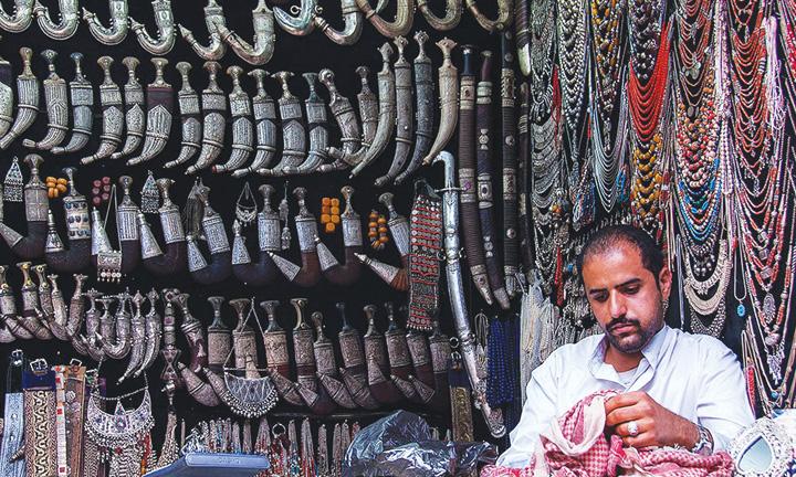 Có thể tìm thấy cửa hàng bán dao găm truyền thống ở bất kỳ ngôi chợ nào tại Yemen