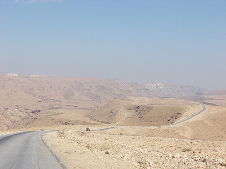 Cung đường xuyên núi và sa mạc nối El Hodeidah với thủ đô Sanaa