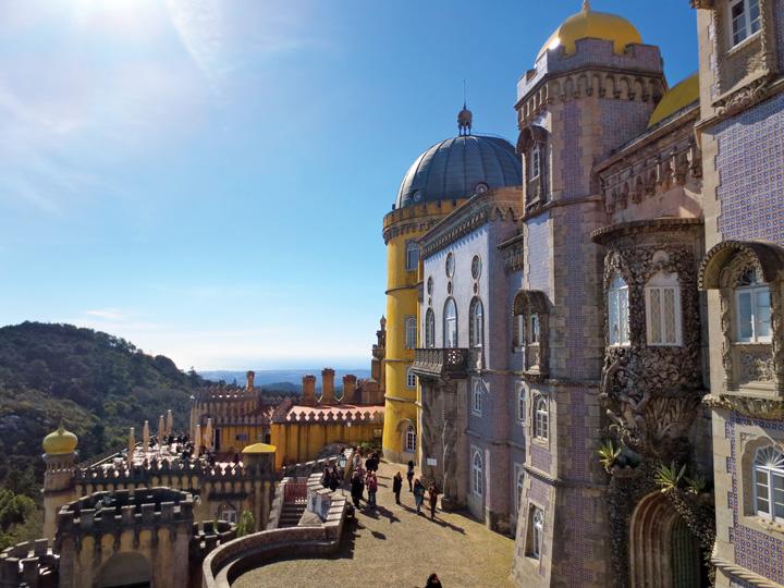 Lâu đài Pena với những mảng tường ốp sứ nổi tiếng