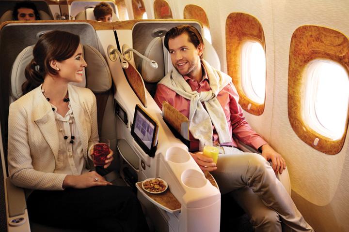 DN613_TinHK260615_Emirates