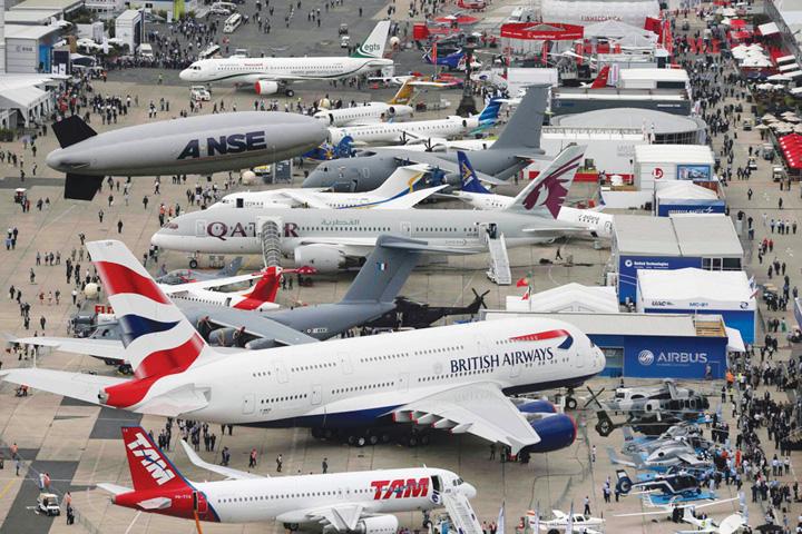 DN617_HK240715_Paris-Airshow-2015 - 2