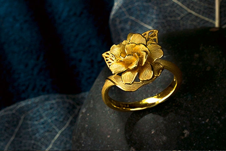 DN-tin-280915-pirma-gold 2