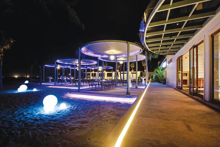 DN624_NT 110915_Azure-Beach-Lounge-4