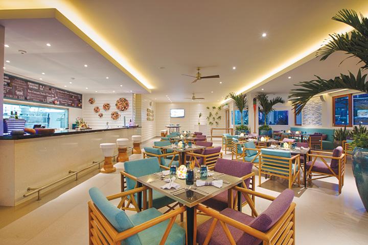 DN624_NT 110915_Azure-Beach-Lounge-7