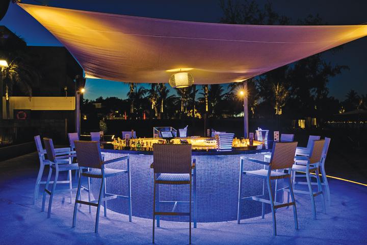 DN624_NT 110915_Azure-Beach-Lounge-9