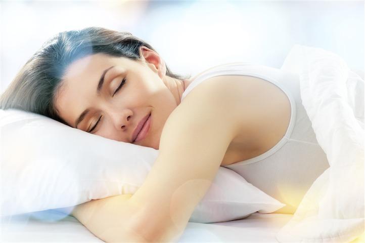 Giấc ngủ và độ ẩm cần thiết như thế nào trong việc nuôi sống và duy trì sự tươi mát, mịn màng cho làn da