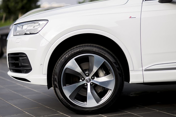 Dn-tin-101015-Audi Q7-5